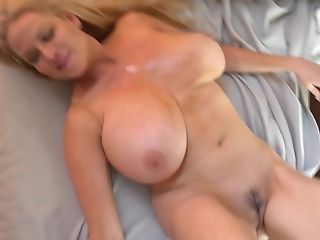 Große Titten, Blond, Faketitten, Kelly Madison, Masturbation, Model, Orgy, Sex Spielzeug, Solo, Titjob,
