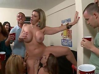 Bunda Grande, Peitos Grandes, Loiras, Careca, Na Faculdade, Courtney Cummz, Sirica, Dildo, Sexo Em Grupo , Hardcore ,